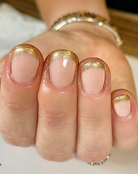 gold tip nails .png
