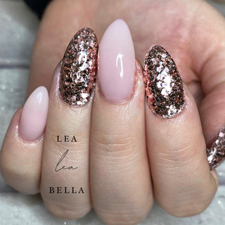 nude and gold nails.jpg
