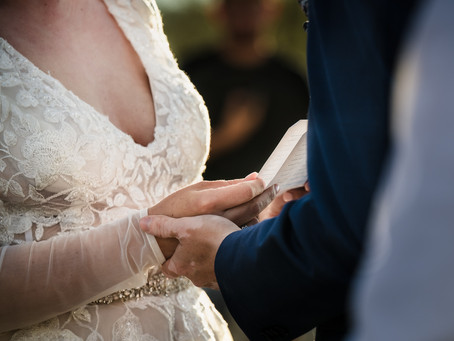 20 Amazing Ideas to Write the BEST Wedding Vows