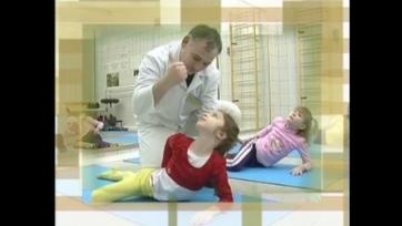 На занятиях в Школе здоровья по основам твист терапии для взрослых и детей