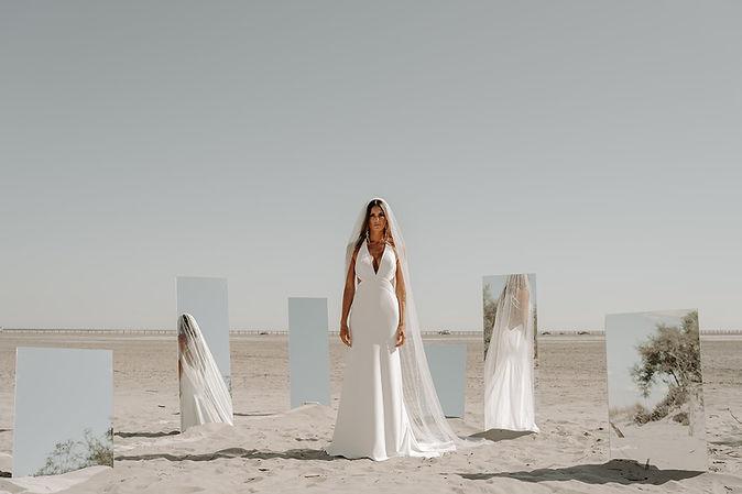 23H30 robe mariee moderne sexy sensuelle dos nu createur marseille