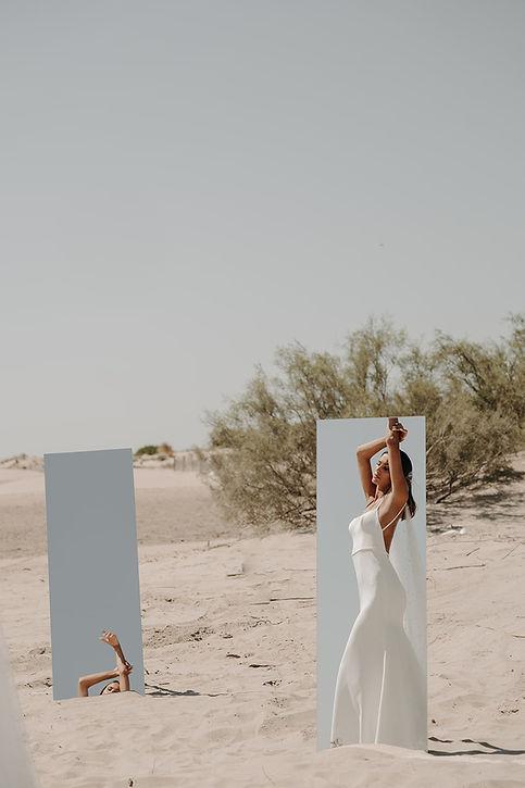 22H00 robe mariee unie sobre sexy sensuelle dos nu createur marseille