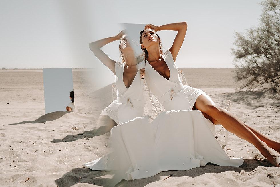 18H30-robe-mariee-moderne-asymetrique-graphique-unie