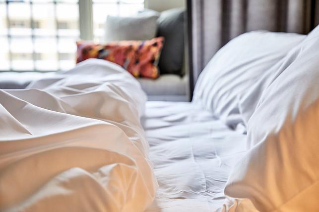 Alida hotel, bed pillow