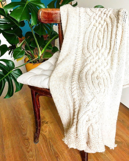 Knitted cable blanket