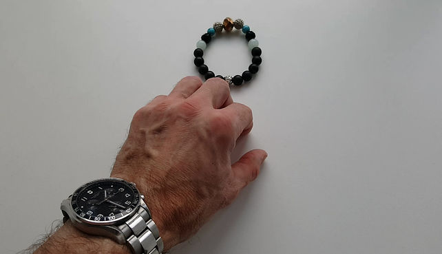 Video showing size and the fit of CPH`ATTITUDE bracelets