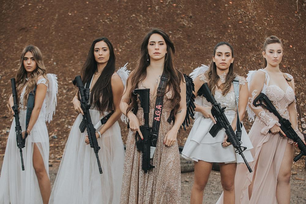 mulheres-peladas-armadas