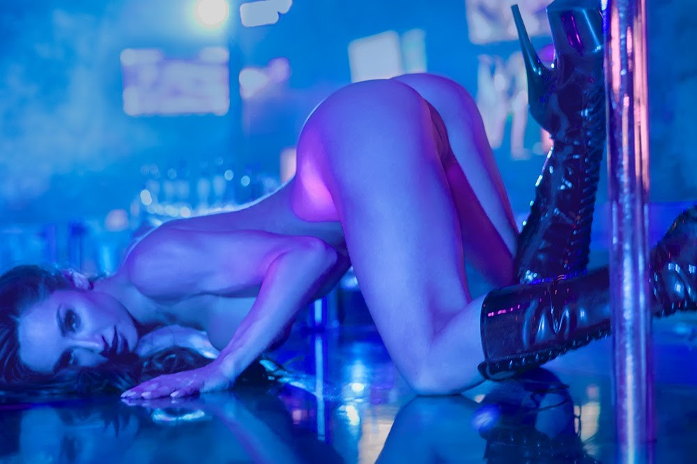 Revista Masculina Insinuant Magazine - REYA SUNSHINE – dançarina, camgirl e agora atriz pornô.