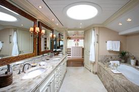 tatoosh owner bathroom_7820.JPG