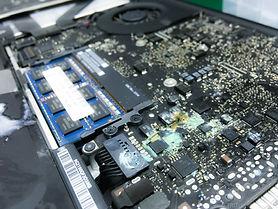 apple-macbook-pro-air-water-liquid-spill