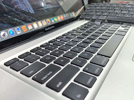 apple-macbook-pro-keyboard-battery-lcd-r