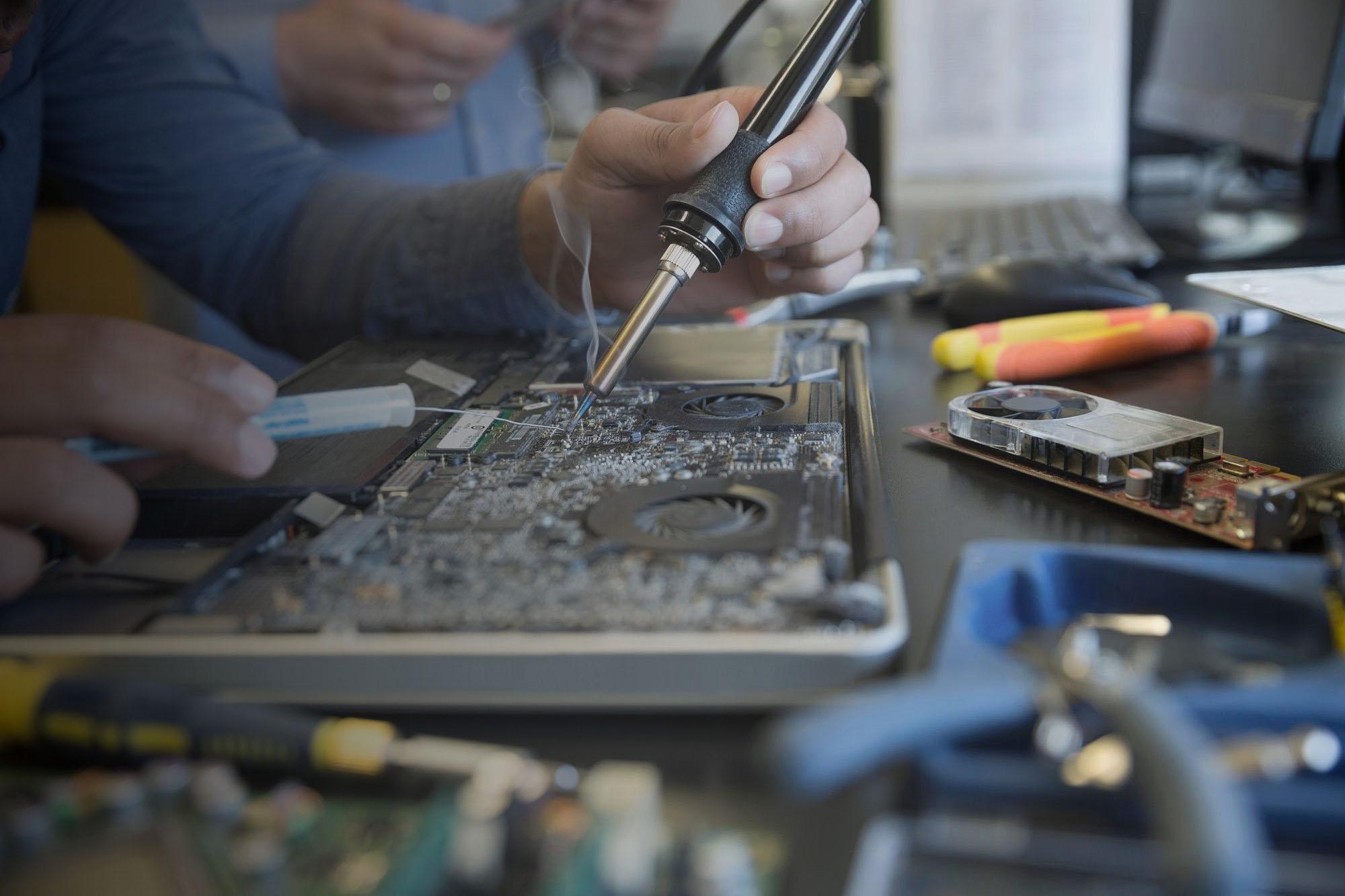apple-macbook-repair-cracked-screen-repa