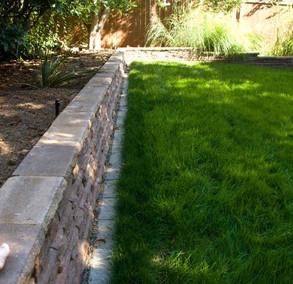 patio 1.2 paver wall.JPG
