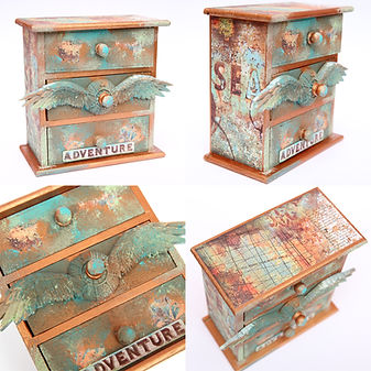 Дървено шкафче с декорация и патина
