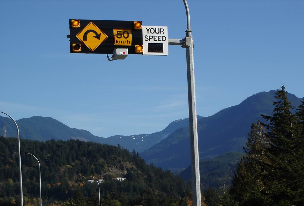 Speed reader board with flashing caution lights