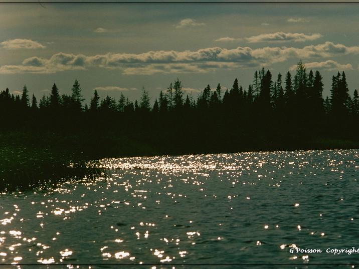 Reflets sur lac au Québec