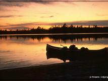 Canoé sur soleil couchant