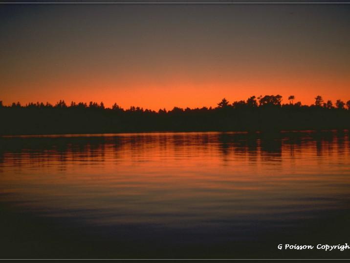 Coucher de soleil sur lac au Québec