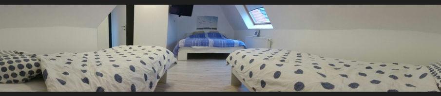 Eén van de slaapkamers met eigen badkamer