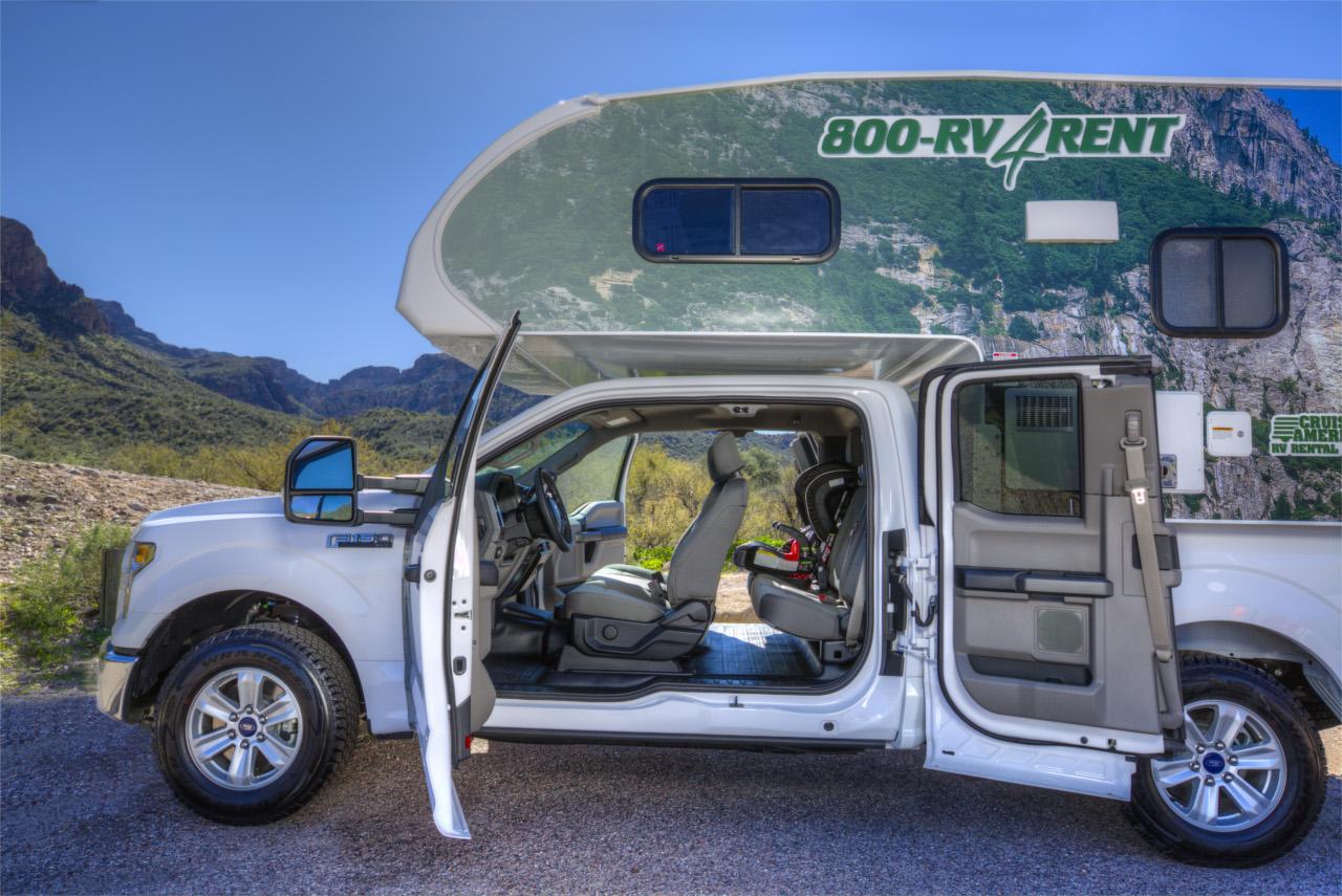 vista lateral com portas abertas - T17 Truck Camper