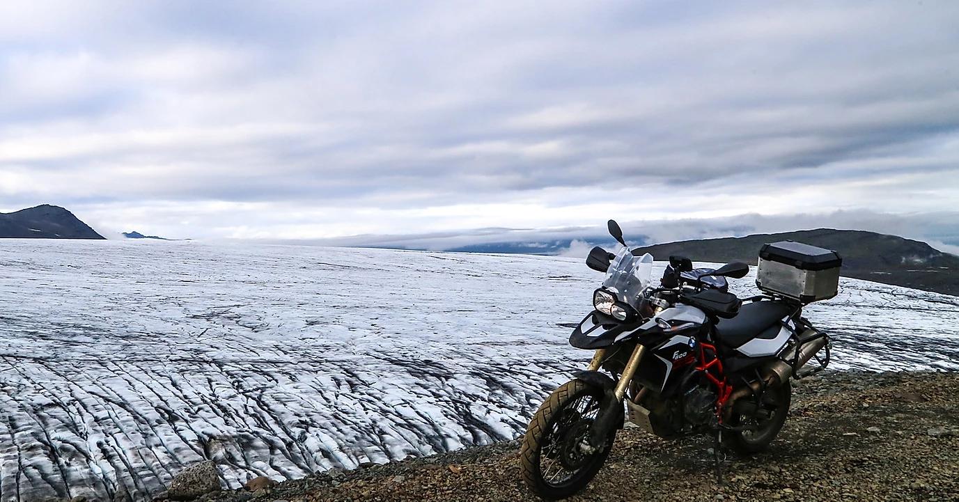 viagem de moto road trip bmw islandia
