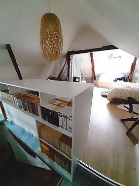 bibliothèque d'escalier.jpg