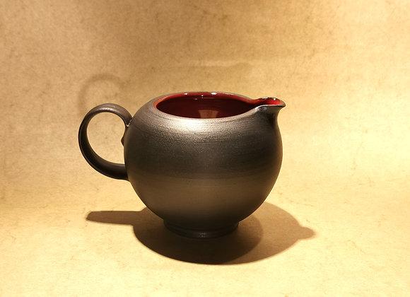 Milchausgießer Rot-Schwarz