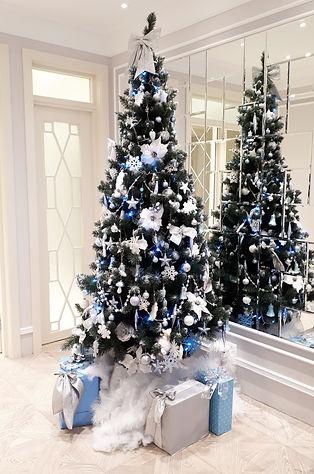 Бело голубая новогодняя ёлка напрокат