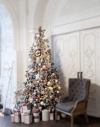 Аренда новогодних ёлок с декором
