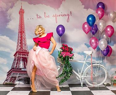 Фотозона на 8 марта с велосипедом и шарами