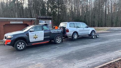 Autopalvelu Markkon 24h/7 hinauspalvelu eli Muuramen sheriffi töissä