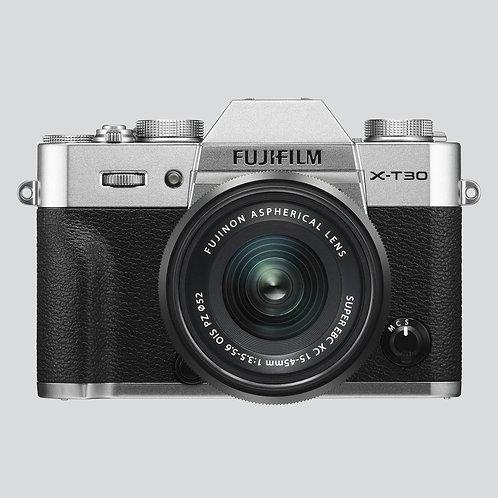 Fotoaparat: FUJIFILM X-T30 z objektivom XF 15-45mm f3.5-5.6 OIS PZ