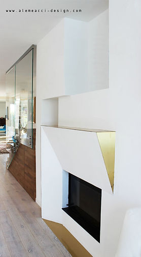 fireplace design: a brass detail to enlight the living room