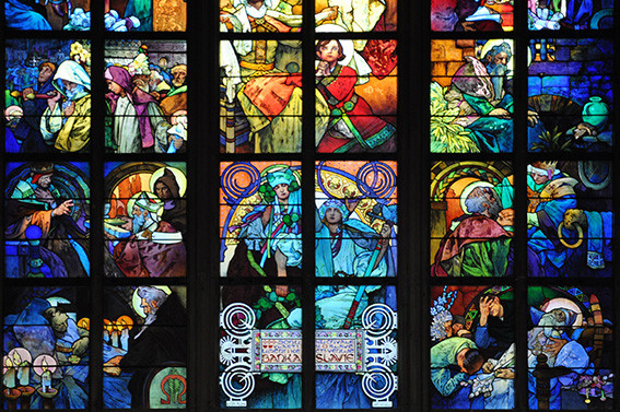 vetrate di Mucha in stile Liberty nella Cattedrale di Praga.