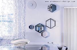 interni di design per il soggiorno: arredare con una palette nordica, con toni dal bianco all'azzurro e dettagli neri. pensili per ttrezzare la parete di design.