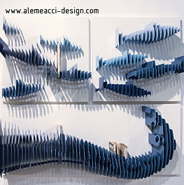 seaside style on the wall: the bookshelf recalls the fishes shapes