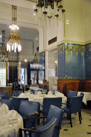 interni del ristorante Sarah Bernhardt a Praga, interni in stile Liberty