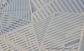 lampada da parete di design, ispirata agli origami, i lamiera bianca tagliata secondo una trama di pieni e vuoti