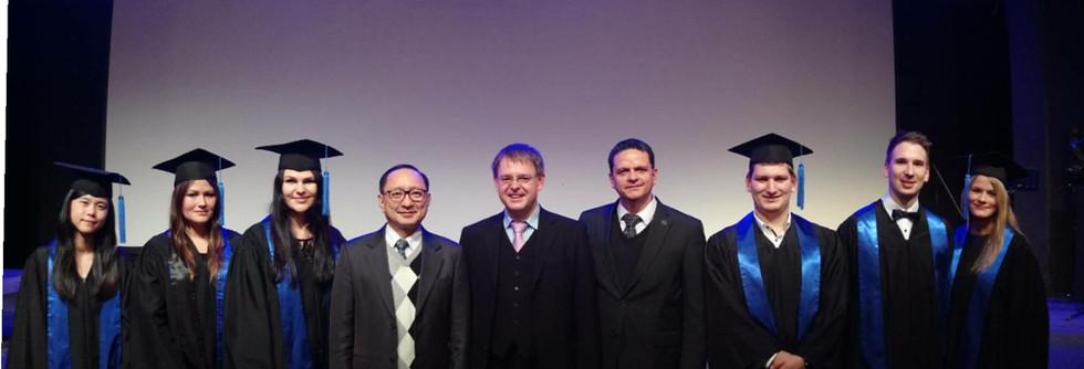 第一屆HKA畢業典禮:三校主任與畢業生合影