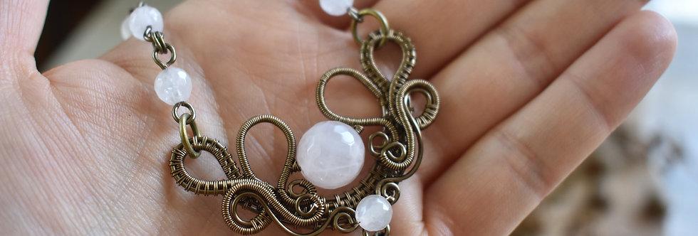 ~Fleurs d'Iris~ Collier wire bronze et perle de Quartz rose