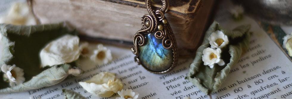 ~Armoracia ~ Collier wire bronze en Labradorite vert doré et bleu