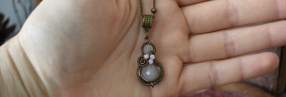 ~Little-Hwind~ Pendentif wire Bronze et Perles de Quartz rose