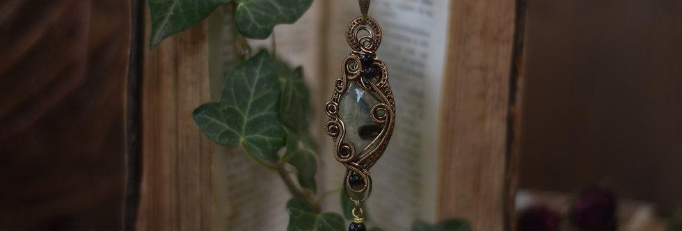 ~Héllébore des Anciens ~ Collier wire bronze en Préhnite