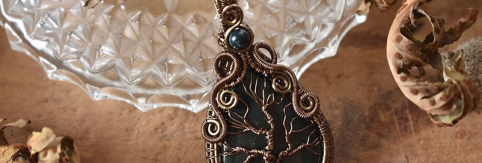 ~Médaillon des forêts ~ Collier wire bronze Arbre de vie en Héliotrope
