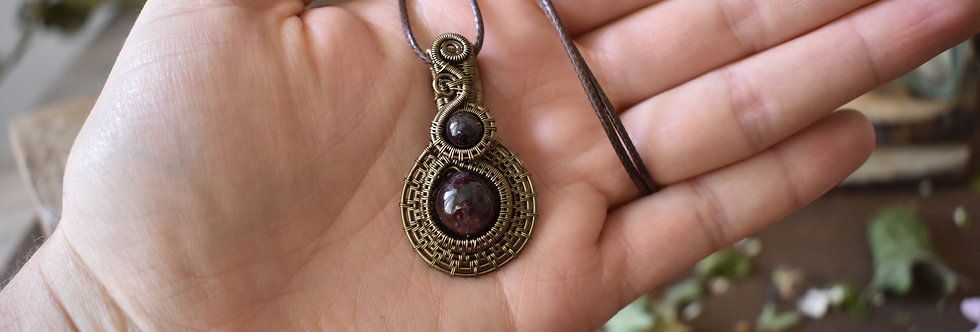 ~Médieval~ Pendentif wire Bronze en Grenat  et simple Cordon