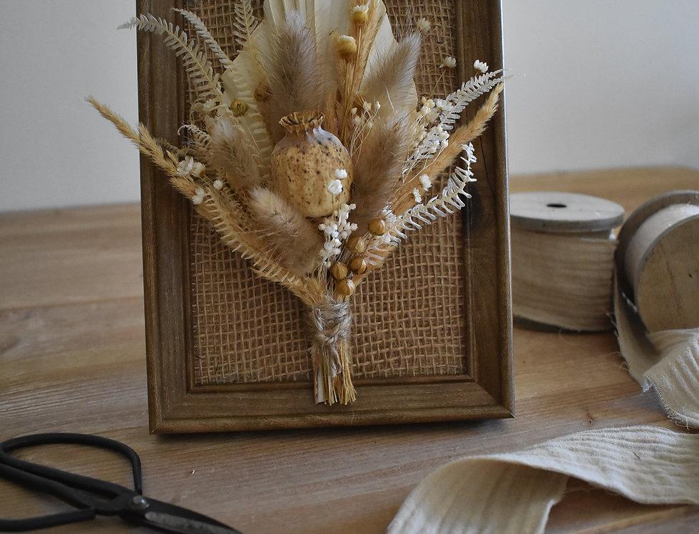 ~Elégance ~ Cadre décoratif en bois et fleurs séchées nature et créme