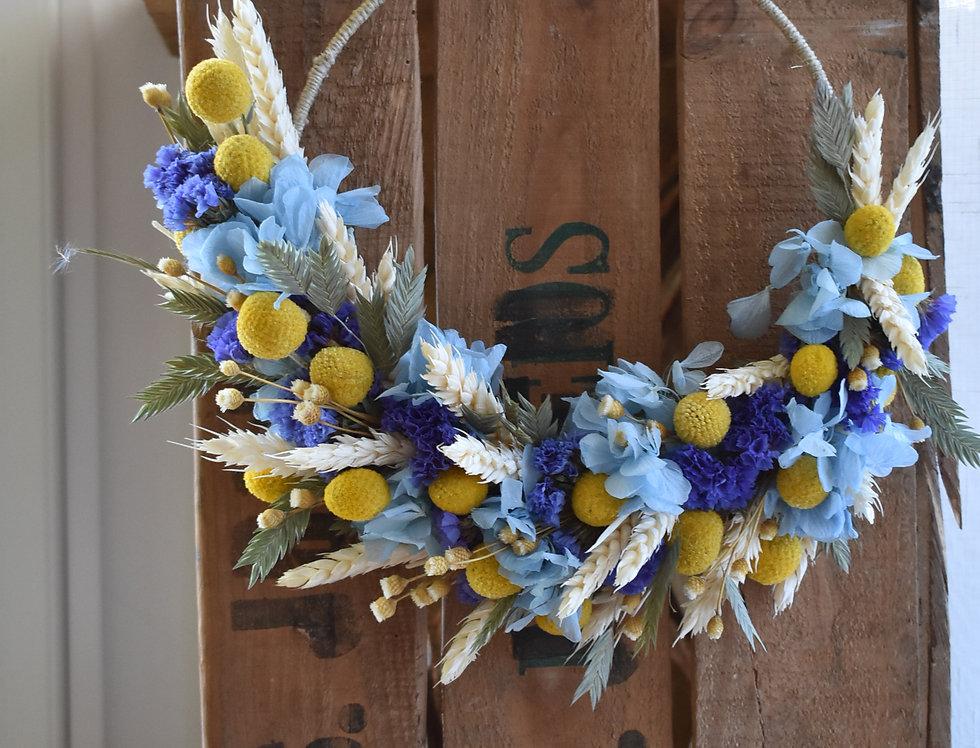 ~Eté à la mer ~ Couronne demi lune Fleurs séchées colorés bleu, jaune et blanc