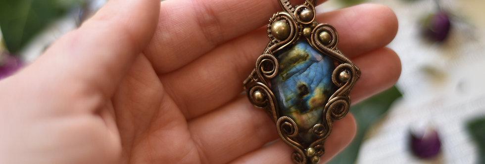 ~Datura~ Collier wire bronze en Labradorite Bleu et perles métal