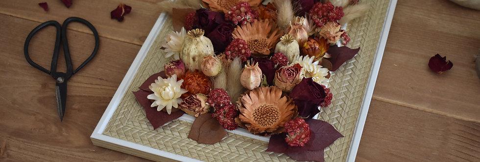 ~Intemporel~ Cadre décoratif en bois créme blanc et fleurs couleurs bordeaux