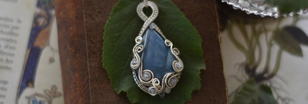 ~Pentaglottis~ Collier wire Argenté en Opale Bleue goutte